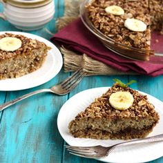 Date & Banana Quinoa Breakfast Bake {GF, Paleo & Low Fat} - Food Faith Fitness This easy baked breakfast quinoa is naturally sweetened with bananas and dates, and topped off with an crunchy almond streusel! Sweetened with honey. Paleo Breakfast Casserole, Quinoa Breakfast, Breakfast Bake, Healthy Breakfast Recipes, Brunch Recipes, Free Breakfast, Banana Breakfast, Eating Healthy, Whole Food Recipes