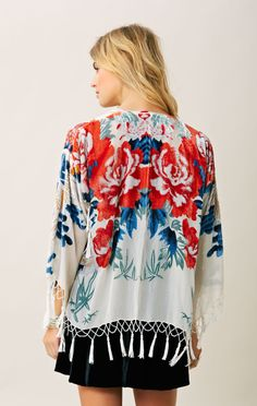 BLU MOON SHORT BURNOUT KIMONO Fashion 101, Fashion Ideas, Bohemian Kimono, Hippie Love, Silk Shorts, Floral Tops, Summer Outfits, Style Inspiration, Oui