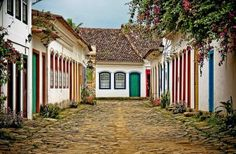 Historic city of Paraty Sailboat Restoration, Places To Travel, Places To Visit, America City, Cities, Colonial Architecture, Seaside Towns, Lake Como, Walking Tour