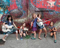 Meninas aprendem a tocar instrumentos e a compor em acampamento em Sorocaba