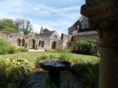 Les jardins de l'abbaye à Daoulas, Finistere, Bretagne, France