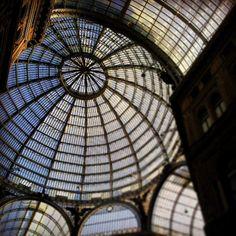 #napoli #naples #archilovers #architecture #architettura #galleriaumbertoI #sky #cielo #spring #primavera #italia #italy #instaitalia #dome #glass #vetro #cupola