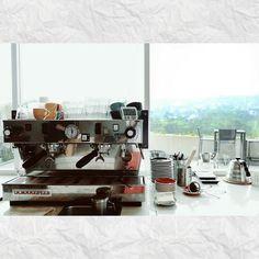 #espresso #coffee #kopi #manualbrew #hobikopi #kopiindonesia #coffeeshop #mountain #view #coffeetime #coffeeaddict #instalike #instagood #espressomachine #lasanmarco http://ift.tt/1VbgBi2