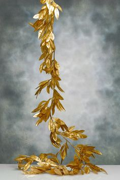 Maybe Not Bay Leaves, but Definitely Gold Spray Painted Leaf Garland for Both Fireplaces, Along with Flowers and Candles. Wedding Garlands at Discount Prices Leaf Garland, Diy Garland, Garland Wedding, Flower Garlands, Spray Paint Flowers, Gold Spray Paint, Xmas Decorations, Wedding Decorations, Feuille D'or