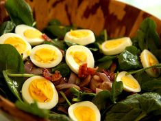 spinach salad with egg and warm bacon dressing exclude sugar for paleo Easy Dinner Recipes, Great Recipes, Soup Recipes, Salad Recipes, Favorite Recipes, Cohen Diet Recipes, Spinach Egg Salad, Warm Bacon Dressing, Pinterest Recipes