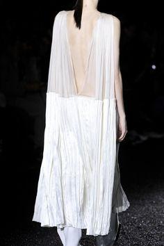 Pleated white dress; runway fashion details // Haider Ackermann Spring 2014
