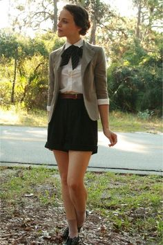 Black pleated skirt for cute preppy look