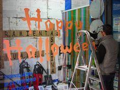 Dibujando el escaparate de Happy Halloween