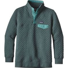 From crisp mornings walking to the coffee shop to cool afternoons spent climbing in the canyon, you'll stay warm and mobile in the Patagonia Women's Cotton Quilt Snap-T Pullover Sweatshirt. WANT