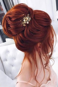 Trendy prom hairstyles for long hair can fit any lady's taste and the desirable look. Our collection of hairstyles offers it all: they are romantic, elegant, intricate and, most importantly, super-amazing. Prom Hairstyles For Long Hair, Bride Hairstyles, Hairstyles With Bangs, Cool Hairstyles, Elegant Hairstyles, Brown Blonde Hair, Bridal Hair Pins, Grunge Hair, Hair Looks