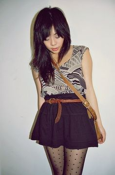 loooove. sleeveless top. skirt up to waist w/ belt. dotted tights.
