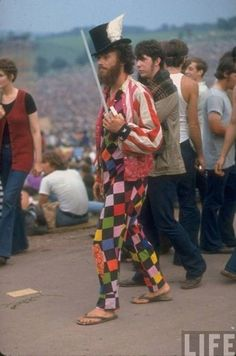 In the Music Festival of Woodstock Was Arguably the Culmination of the Hippie Era. Life Magazine Was There And Photographed the Event. 1969 Woodstock, Woodstock Festival, Woodstock Hippies, Woodstock Music, Woodstock Photos, Beatles, Hippie Movement, Hippie Culture, Hippie Love