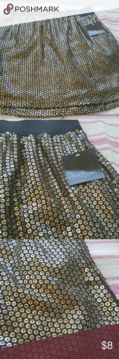 """Apostrophe gold sequined skirt. Large. NWT. Brand new with tags gold sequined skirt with black elastic waistband from Apostrophe. The technical color is """"black coffee"""" but to me it's more of a muted gold color. The skirt is a large and measures 17.5"""" long. It's not fitted. It's fully lined. There's pockets on both sides! I did notice one sequin missing  (pictured) but it's not noticeable. 100% polyester. Great skirt for holiday parties!  I have a pet and smoke free home. Very willing to…"""