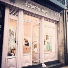Storefront vintage in pastel color. Salamanca