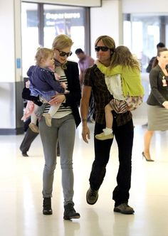 Keith Urban Photo - Nicole Kidman and Family at the Airport
