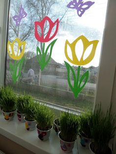 Decorating Ideas are Right for Window in the Rainy Season Spring Projects, Spring Crafts, Preschool Crafts, Easter Crafts, Diy For Kids, Crafts For Kids, School Decorations, Window Art, Flower Crafts