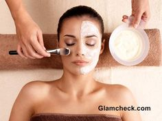 Milk and Banana Face Mask for Dry Skin    ~ we ❤ this! moncheriprom.com #facialmaskrecipes