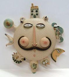 OLTRE IL MURO: ARTE e FOTOGRAFIA: CERAMICHE COME SCULTURE Ceramic Mask, Ceramic Clay, Clay Tiles, Hand Painted Pottery, Pottery Painting, Clay People, Clay Wall Art, Creta, Sun Art