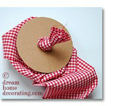 how to make a fabric-bag doorstop with a round footprint Baby Sewing Projects, Sewing Crafts, Diy Doorstop, Doorstop Pattern Free, Free Pattern, Fabric Door Stop, Handmade Crafts, Diy Crafts, Diy Baby Gifts