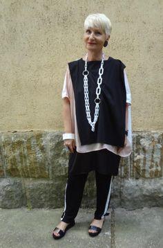 Kati (ketibredso.blog.hu) is wearing Zara, Cos, SKartdress and Annchi!