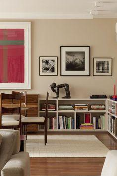 Bilderesultat for low bookshelves living room Low Bookshelves, Built In Bookcase, Barrister Bookcase, Living Room Bookcase, Bookcase Styling, Home Libraries, Apartment Living, Home Renovation, Decoration