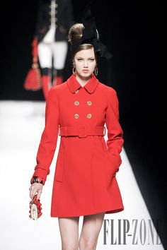 Moschino Fall-winter 2012-2013 - Ready-to-Wear - http://www.flip-zone.net/fashion/ready-to-wear/fashion-houses-42/moschino-2773 - ©PixelFormula