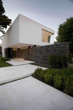 Carrara House by Andres Remy Arquitectos Architects: Andres Remy Arquitectos Location: Pilar, Buenos Aires, Argentina Year: 2010 Area: 660 sqm Photos: Alejandro Peral Description: Situated on an unpredictable part, the house sits at the back of the parcel and is parallel to one of the roads to open the best introduction and catch the best perspectives. The thought of this adventure …