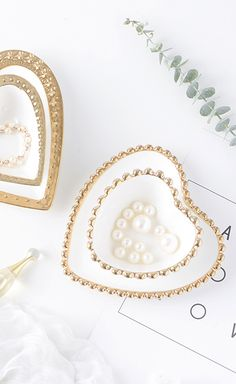 Gorgeous heart shaped white and gold dishes from Feminine Decor, Heart Shapes, Gold Necklace, White Gold, Plates, Dishes, Color, Jewelry, Colour