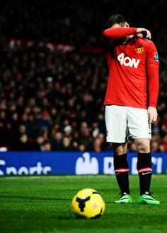 """""""Como vamos, no quiero ni ver"""", parece decir Wayne Rooney."""