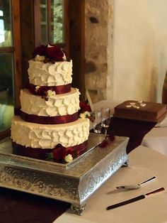Wedding-Aggie Inspired, Maroon ribbon around Bride cake. Duchman Family Winery in Driftwood, TX  ©Crouse Photography 2013
