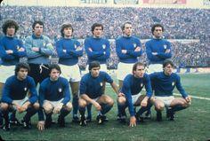 Torino, Stadio Comunale : Italia vs Yugoslavia (2-0), World Cup Qualifier, 15 November 1980. Standing : Collovati, Zoff (captain), Antognoni, Scirea, Bettega, Gentile | Kneeling : Cabrini, Marini, Conti, Graziani, Tardelli. Source : Terra.