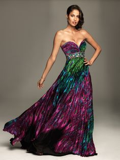 Not sure i like the colors, but the shape is perfect. ♥ the sweetheart neckline