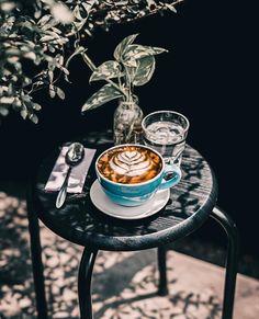 Coffee Room, Coffee Cafe, Coffee Mugs, Coffee Lovers, Coffee Shops, I Love Coffee, Coffee Break, Aesthetic Coffee, Coffee Pictures