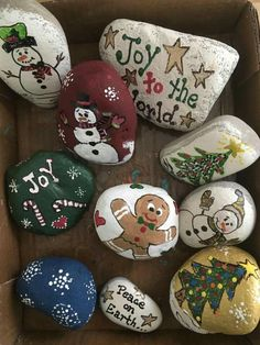 Christmas Pebble Art, Christmas Rock, Christmas Sewing, Diy Christmas Gifts, Holiday Crafts, Christmas Decorations, Rock Painting Ideas Easy, Rock Painting Designs, Music Theme Birthday