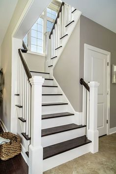 Staircase Remodel, Staircase Makeover, Home Stairs Design, House Design, Interior Stair Railing, Traditional Staircase, House Stairs, Entry Stairs, Attic Stairs