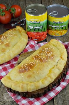 Pizza calzone - CAIETUL CU RETETE Healthy Meal Prep, Healthy Recipes, Calzone Recipe, Pizza Dough, Italian Recipes, Food And Drink, Cooking Recipes, Yummy Food, Homemade