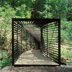 ¿Cómo describir Pasarela Boudry? La pasarela de Boudry es el ejemplo de una pasarela con estructura y cubierta, un lugar que puede trascender a su significado.