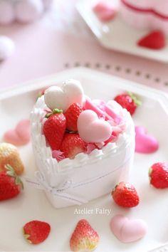 Fantastisk Rips-is. Kawaii Dessert, Heart Cakes, Japanese Sweets, Cream Cake, Ice Cream, Cute Cakes, Something Sweet, Fruit Recipes, Cute Food