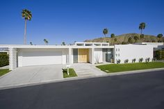 Mid-Century Modern in Palm Springs photographed by George Gutenberg