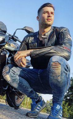 Men in leather gear, biker gear and rubber gear. Beautiful Women Quotes, Beautiful Tattoos For Women, Strong Women Quotes, Beautiful Men, Handsome Men Quotes, Handsome Arab Men, Woman Sketch, Woman Drawing, Biker Leather