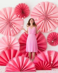 Giant Fancy Party Fan Photobooth (Oh Happy Day!Fancy Party Fan, 🏵 riesige Rosetten in rosa und pink, FotowandDIY paper poppy backdrop and pinLove the layers createdFor table centerpiece Party Kulissen, Festa Party, Fancy Party, Ideas Party, Diy Ideas, Party Hats, Super Party, Craft Ideas, Diy Backdrop