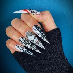 Joker Nail Design For Halloween ❤ 50 Halloween Nails: Designs to Terrify and Delight Your Friends ❤ See more ideas on ou Disney Halloween Nails, Holloween Nails, Halloween Acrylic Nails, Best Acrylic Nails, Halloween Nail Designs, Scary Halloween, Halloween 2020, Scary Scary, Halloween Makeup
