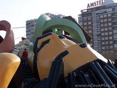 """Il #Parco #Gulliver è una delle tappe """"obbligatorie"""" per le famiglie con #bambini (e non solo!) che sono a #Valencia. Il parco si trova nell'antico letto del fiume #Turia che attraversa l'intera città #spagnola. L'enorme #attrazione, lunga circa 70 metri, è una #scultura monumentale del protagonista del racconto """"I viaggi di Gulliver"""", celebre opera di Jonathan #Swift. #recensione #Spagna #Europa #acasamai"""