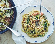 Smoked salmon pasta with spinach and fennol - Suusta suuhun | Lily.fi