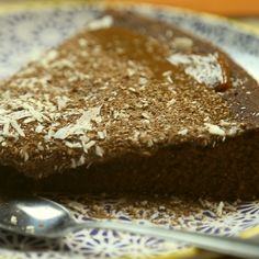 Recipe with video instructions: Easy Chocolate Cake recipe Ingredients: 1 tin of condensed milk (Nestle), 125 g butter, 120 g self-rising flour, Best Vegan Chocolate, Chocolate Cake Recipe Easy, Köstliche Desserts, Delicious Desserts, Southern Praline Cake, Cake Recipes, Bakery, Sweet, Recipe Ingredients