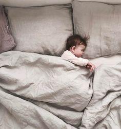 """1,854 Likes, 32 Comments - @nanuszka.pl on Instagram: """"wciąż taka malutka i wciąż zajmuje w naszym łóżku najwiecej miejsca 🙈❤️#leniweporanki#najlepiej#gaja"""""""