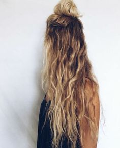 ▷ 1001 + coiffures impeccables en style blond californien - Trend Hair Makeup And Outfit 2019 Messy Wavy Hair, Long Curly Hair, Curly Hair Styles, Long Thin Hair, Straight Hair, Face Shape Hairstyles, Wavy Hairstyles, Vintage Hairstyles, Brown Blonde Hair