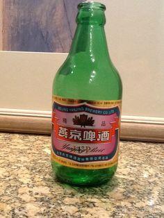 Cerveja Beijing Yanjing Beer, estilo Premium American Lager, produzida por Beijing Yanjing Beer, China. 4% ABV de álcool.