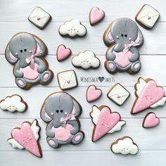 194 отметок «Нравится», 7 комментариев — Стильные пряники ручной работы (@mimishka_sweets) в Instagram: «Кажется, пора менять заставки телефончиков Так настроение поднимает попробуйте …» Cut Out Cookies, Cupcake Cookies, Cupcakes, Valentines Day Cookies, Decorated Cookies, My Works, Cookie Decorating, Amazing Cakes, Sweets