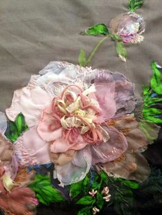 Cloth Flowers, Fabric Flowers, Paper Flowers, Silk Ribbon Embroidery, Floral Embroidery, Ribbon Flower Tutorial, Creative Embroidery, Textile Fiber Art, Thread Painting